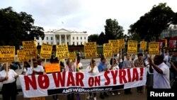Акция протеста у Белого дома против военного вмешательства в Сирию. Вашингтон, 29 августа 2013 года.