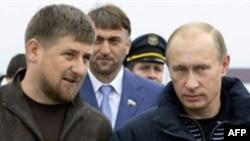 Шешенстан президенті Рамзан Қадыров пен Ресей премьер-министрі Владимир Путин Грозныйда кездесуде. Қазан, 2008 жыл.
