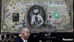 Грэцыя, Атэны - графіці, якое ілюструе мадыфікаваную банкноту даляра. 3 чэрвеня, 2015 году