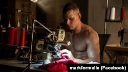 На здымках роліка Mark Formelle