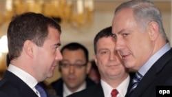 بنیامین نتانیاهو (راست) و دیمیتری مدودیف