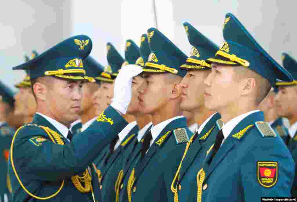 Kyrgyz guards of honor prepare before a welcoming ceremony attended by Presidents Xi Jinping of China and Sooronbay Jeenbekov of Kyrgyzstan in Bishkek on June 13. (Reuters/Vladimir Pirogov)​