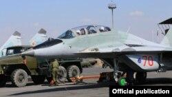 Армения - Военные самолеты МИГ на авиабазе «Эребуни», Ереван, ноябрь 2015 г.
