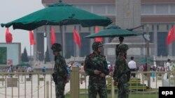 Полицейские на площади Тяньаньмэнь, 4 июня 2014
