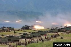 Exerciții cu lansatoare de rachete în Coreea de Nord