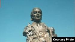 نصب - متماثل بنسختين- للجواهري في وسطي اربيل والسليمانية