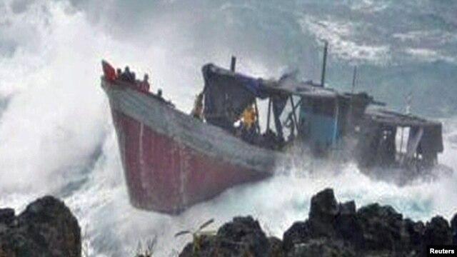 قایق حامل پناهجویان در نزدیکی جزیره کریسمس