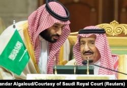 Мохаммед бин Салман (слева) и его отец король Салман ибн Абдул-Азиз Аль Сауд