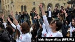 Paytaxt Tbilisidə qadınların etiraz aksiyası