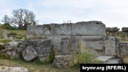 Мощные камни – остатки дома херсонеситов