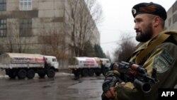 Один із бойовиків – на варті російського гуманітарного конвою, Макіївка, 12 грудня