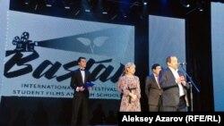 Кинофестиваль бас директоры Сергей Азимов бесінші «Бастау» байқауын ашық деп жариялады. Алматы. 21 қазан 2015 жыл.