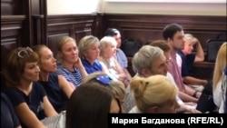 Представители стороны потерпевших в зале суда