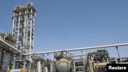 کارخانه پتروشیمی ماهشهر در استان خوزستان