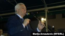 Momçillo Krajishnik flet para mbështetësve të tij në Pale afër Sarajevës