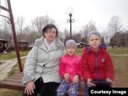 Татьяна Захарова с внуками