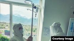 Медицина кызматкерлери иш учурунда. Ысык-Көл облусу, Каракол шаары. 9-июль, 2020-жыл.