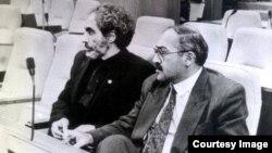 Əbülfəz Elçibəy (solda), İsa Qəmbər parlamentdə, foto arxiv