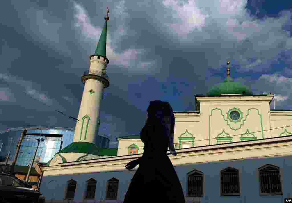 A woman walks past a mosque in Kazan, capital of the Russian region of Tatarstan. (AFP/Vasily Maksimov)