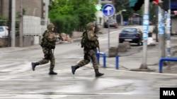 Поліцейські на вулиці у Куманові, Македонія, 9 травня 2015 року