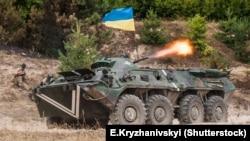Украинские военные на полигоне в Житомирской области, где им проводят обучение британские инструкторы, 11 августа 2015 года