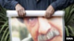 عمران صلاحی چندی پیش در تهران و در سن ۵۹ سالگی درگذشت.