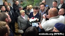 Karatkevich (center, with flowers) meeting with voters in Brest on September 30, 2015