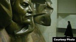 Фатограф Андрэй Лянкевіч – бадай, адзіны мастак, якому пашэнціла перадаць змрочную сутнасьць сутарэньняў станцыі мэтро «Плошча Леніна»