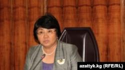 Президент переходного периода Роза Отунбаева сложит полномочия через год после парламентских выборов.