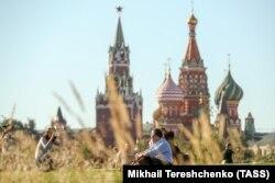 """Жители города в парке """"Зарядье"""""""