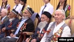 Ветераны Второй мировой войны на мероприятии, посвященном Дню Победы. Душанбе, 9 мая 2017 года.