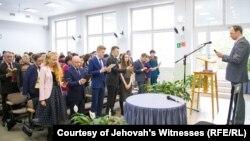 """""""Иегова куәгерлері"""" діни ұйымының өкілдері (Көрнекі сурет)."""