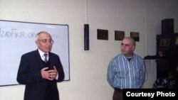 Rafiq Tağı kitab təqdimatı zamanı. 20 Fevral 2011