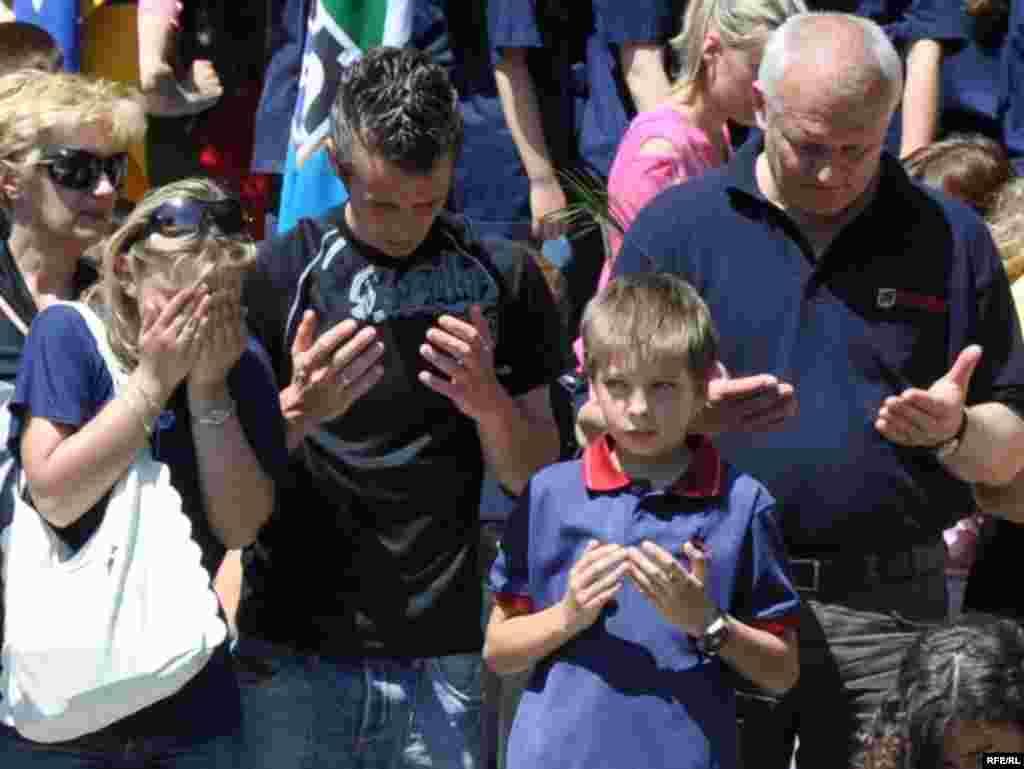 Otkrivanje spomenika poginuloj djeci Sarajeva - U atmosferi straha bez vode, struje i hrane, djetinjstva su prekidana gelerima granata, ili kroz okular snajpera koji je ciljao upravo djecu.