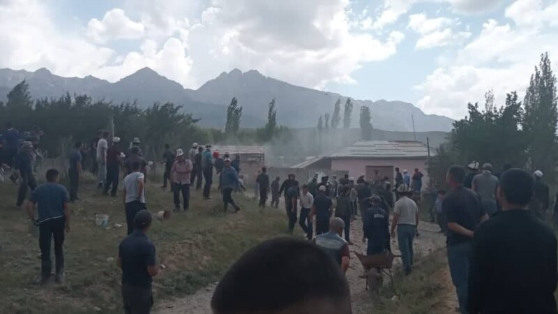 Dozens Injured As Fresh Clashes Erupt Along Kyrgyz-Uzbek Border