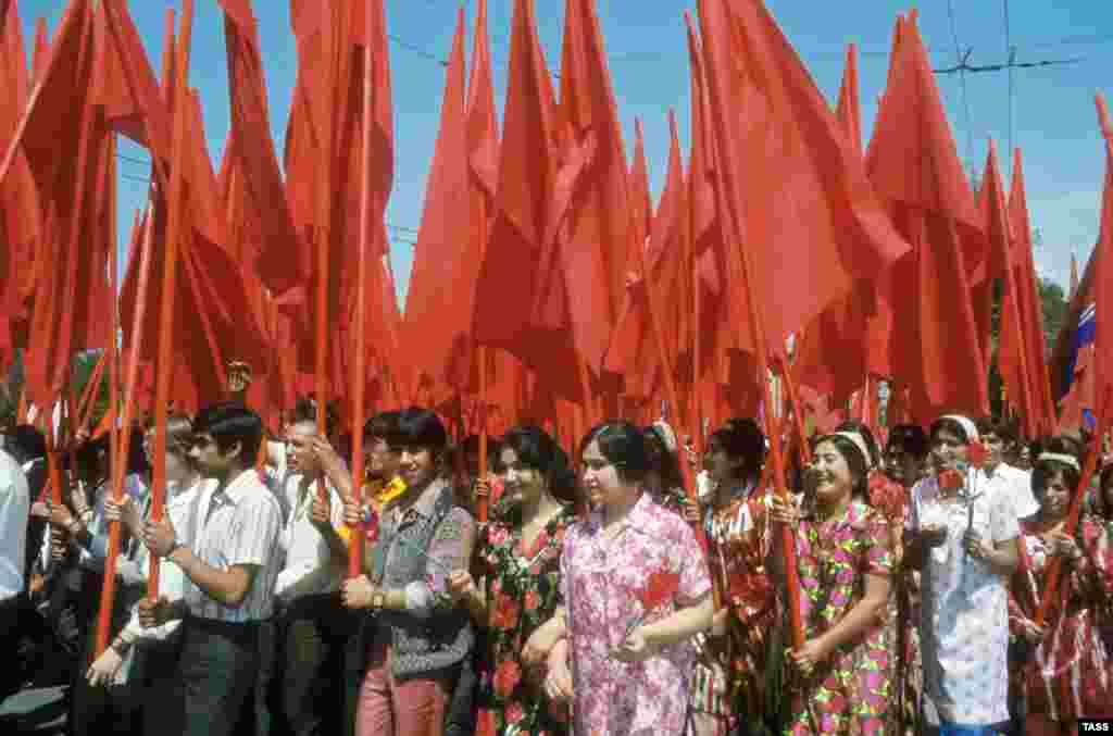 Парад в Душанбе, Таджикская ССР, 1977 год