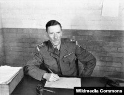"""Командир батальона британских сухопутных сил полковник-лейтенант Джеймс Карн, рассказавший о """"промывании мозгов"""", которому он подвергся в плену во время Корейской войны. Его показания оставались засекреченными вплоть до 2008 года. Фото 1953 года."""
