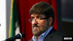 به عقیده آقای مطهری، در مساله انتقاد از رهبر ایران، عدهای کاسه داغ تر از آش شدهاند
