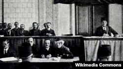 Azərbaycan Parlamentində MƏ.Rəsulzadənin çıxışı
