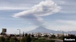 غبار روی آتش فشان، سال گذشته در مکزیک