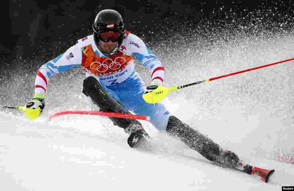 Austria's gold medal winner Mario Matt clears a gate during the first run of the men's alpine skiing slalom. (Reuters/Dominic Ebenbichler)