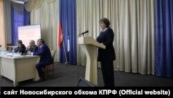 Вера Газня во время выступления на областном пленуме КПРФ