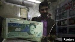 تصمیم دولت ایران برای اختصاص یارانه دارو به خانوادههای ایرانی از آنجا ناشی میشود که تغییرات نرخ ارز در بازار به افزایش شدید قیمتهای دارو انجامیده است.