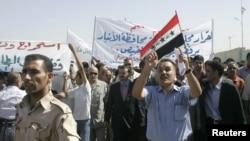 الانبار مظاهرة احتجاجا على عقد تطوير عكاز