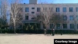 Украинската воздухопловна база во градот Новофедоривка во западен Крим.