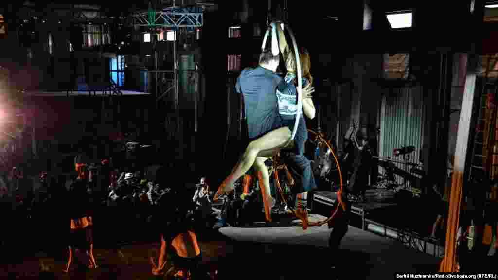 Репетиція опери-цирку «Вавилон»