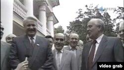 Boris Jeljcin i Mihail Gorbačov u Novo-Ogarjevu 1991.