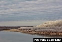 Река Урал на границе с Россией. Западно-Казахстанская область. 6 ноября 2014 года.