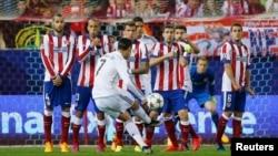 Atletico Madrid - Real Madrid görüşündən fraqment