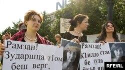На митинге памяти Натальи Эстемировой в Москве, 16 июля 2009